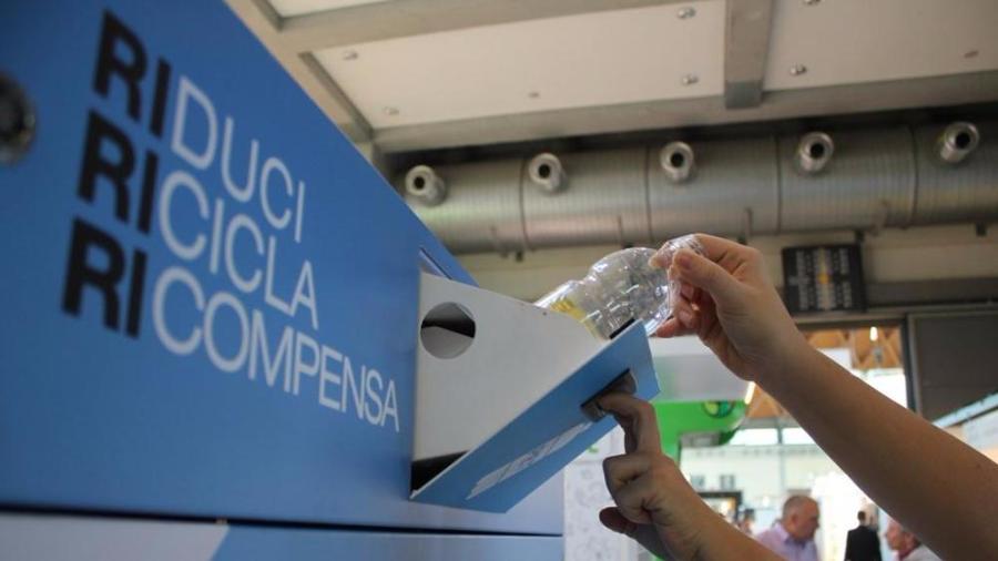 come riciclare bottiglie di plastica