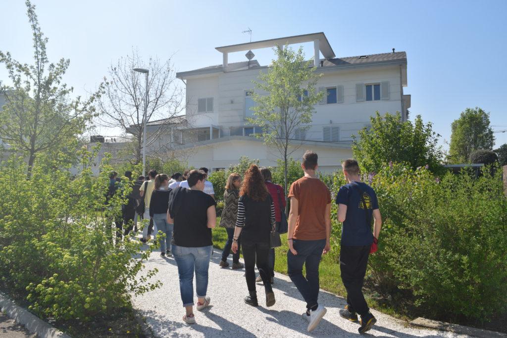 Studenti in visita in Ecovillaggio Montale